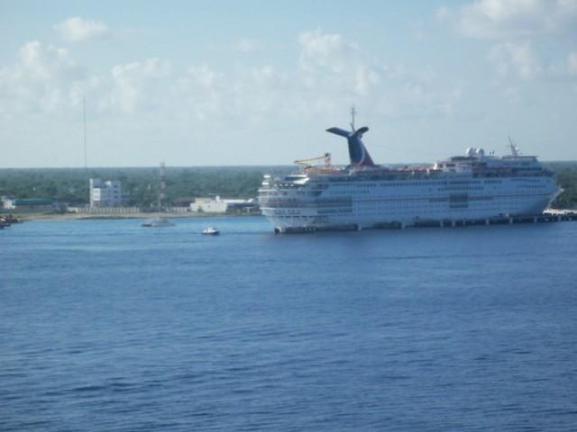 Cruise 2010 Ryan's Camera 311 [800x600]
